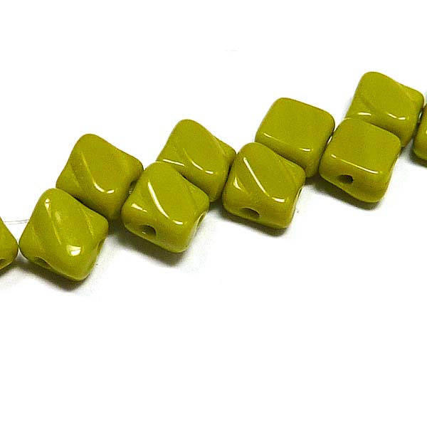 "Silky Bead Green Opaque ""53400""  2-håls 6*6 mm, 40 st"