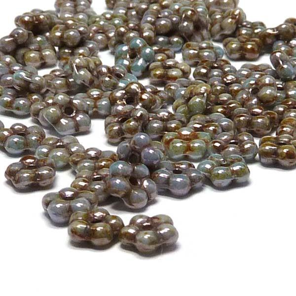 "Forget-me-not bead ""02010-65431"" Chalk White Green Luster, 5 mm,"