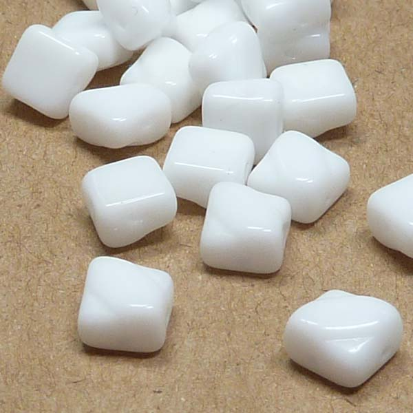 "Silky Bead Chalk White ""03000"" 2-håls 6 mm 40 st"